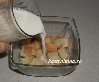 батон залить молоком