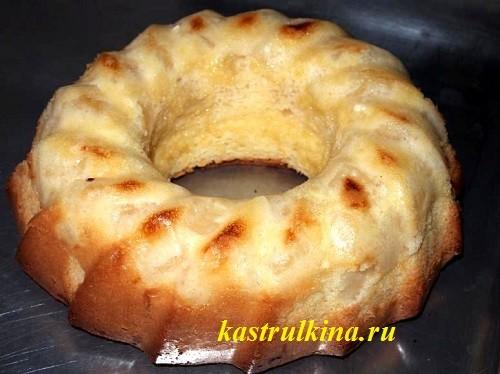 Бисквит с консервированными ананасами