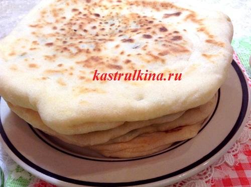 домашние хачапури с сыром, луком и семечками
