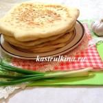 домашние лепешки хачапури с сыром и зеленым луком