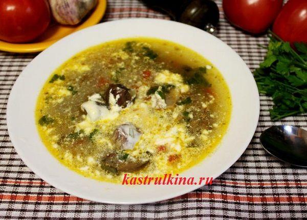 Зимний говяжий суп с рисом и стеблями сельдерея