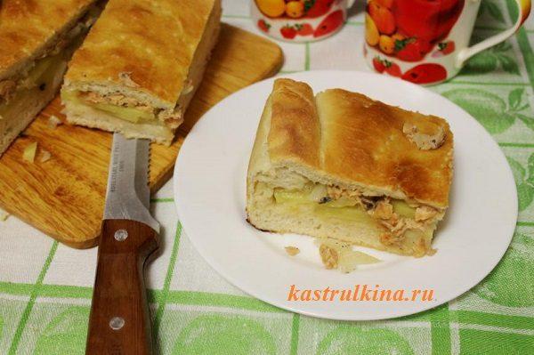 дрожжевой пирог с начинкой из свежей горбуши и картофеля