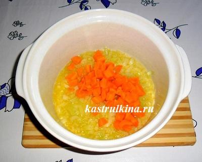 порежьте морковь