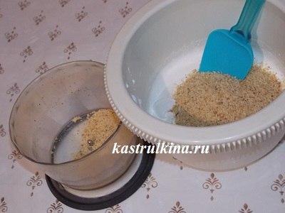 смешиваем арахис с белками