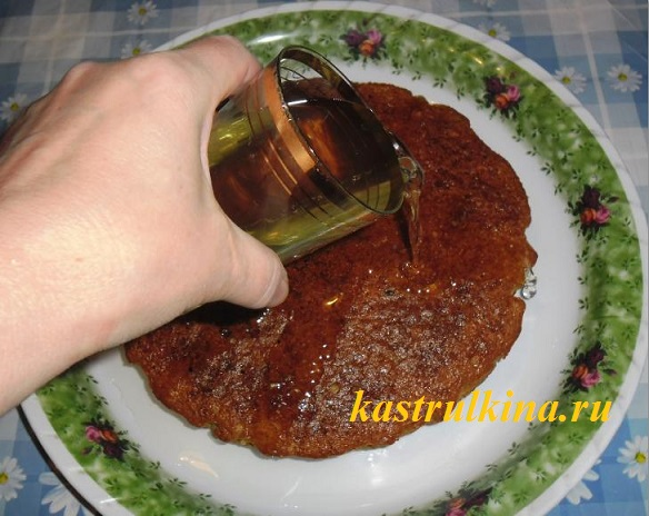 горячий манник поливаем сиропом