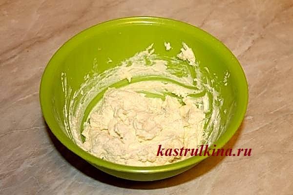 готовим тесто для сырников фото 2