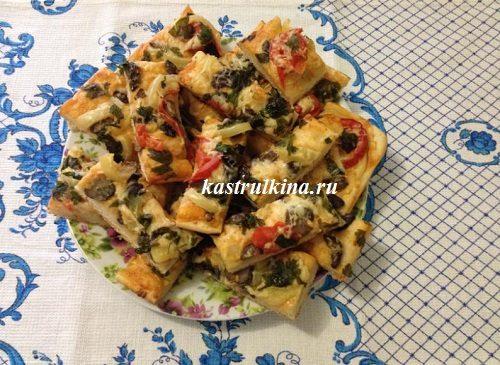 грибная пицца на дрожжевом тесте готова
