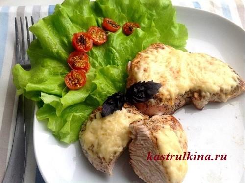 Нежная индейка в молоке с сыром и помидорами черри
