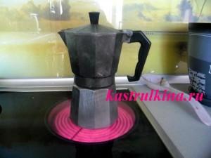 кофе в гейзерной кофеварке фото