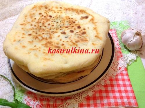 лепешки хачапури с сырной начинкой
