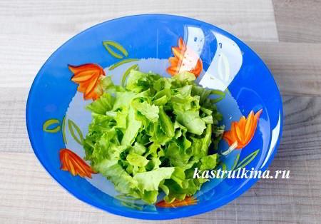 листья зеленого салата порвать