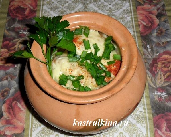луковый суп в горшочках готов