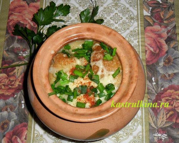Готовим в микроволновке — луковый суп в горшочке