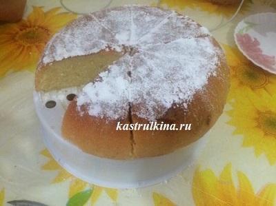 манник на кефире, посыпанный сахарной пудрой
