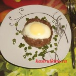 мясные гнезда запеченные с яйцом