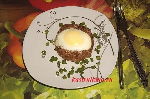 Что приготовить интересного из фарша — мясные гнезда с яйцом