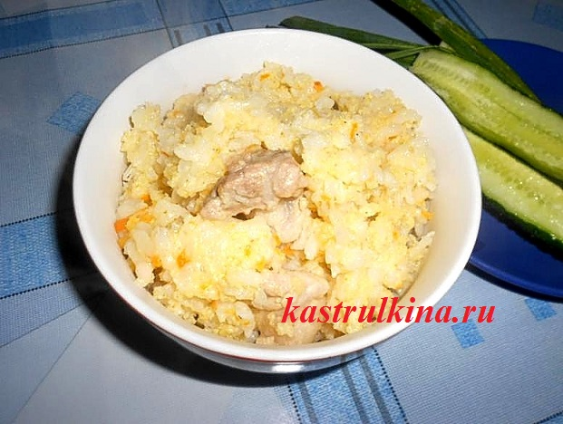 несладкая каша из пшена и риса с мясом готова