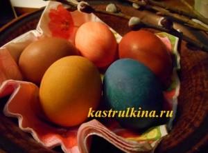 разноцветные яйца крашенки