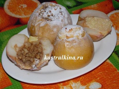 Печеные яблоки с творожной и ореховой начинкой