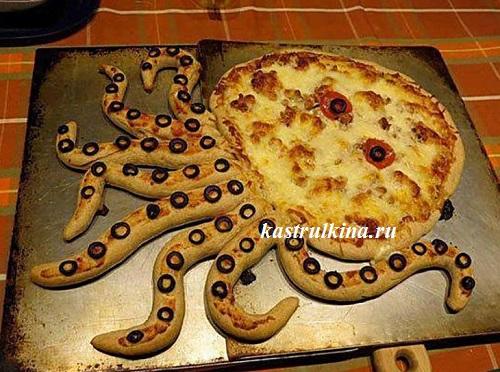 пицца с морепродуктами в форме осьминога