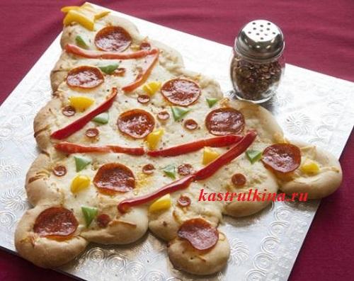 пицца с колбасой в форме елочки