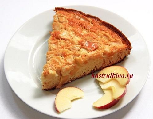 Пирог с яблоками на сгущенке