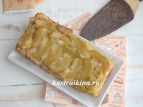 Постный яблочный пирог с карамелью