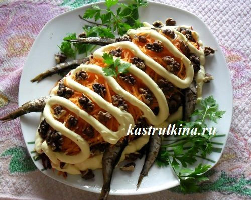 Праздничный послойный салат со шпротами, капустой и грецкими орехами