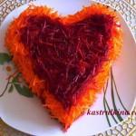праздничный салат сердце с копченой колбасой