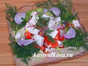 греческий салат с китайской капустой и брынзой