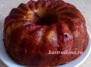 Быстрый бисквитный пирог со свежей клубникой