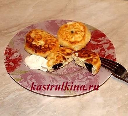 Рецепт оригинальных сырников с начинкой из чернослива