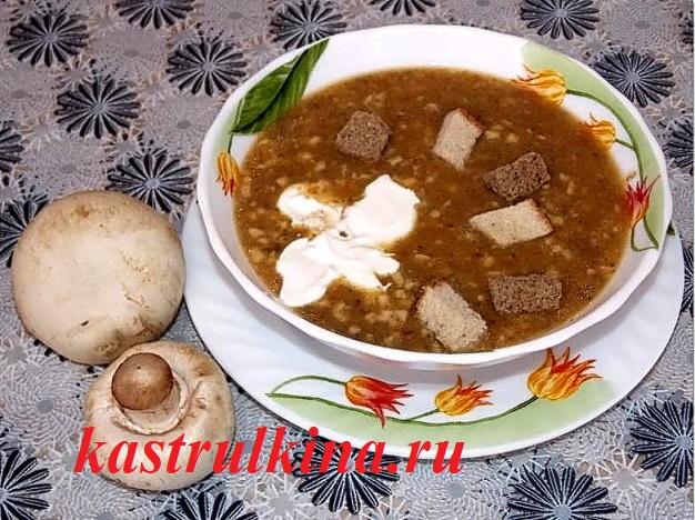 Кулинарный мастер-класс: вегетарианский сырный суп-пюре с грибами