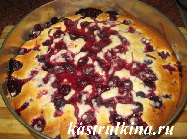 Быстрый и вкусный пирог с вишней рецепт с фото