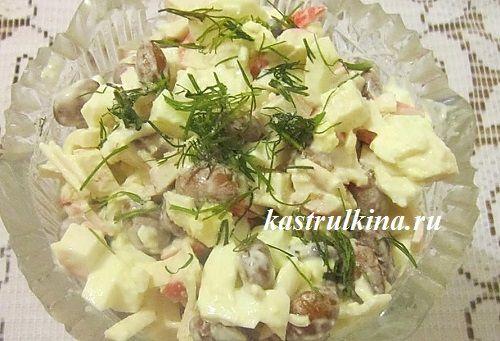 Сытный салат на скорую руку с фасолью и крабовыми палочками