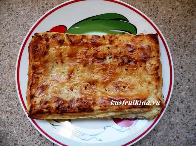 слоеный пирог с тушеными овощами готов