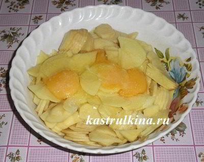 смешать картошку с яйцами