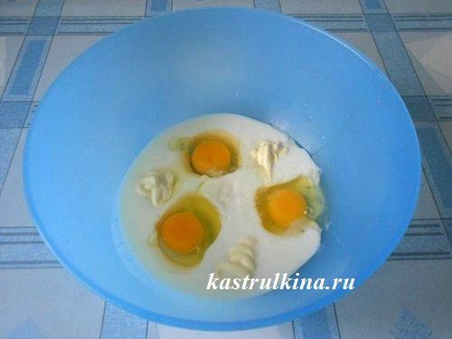 смешать кефир с яйцами и майонезом