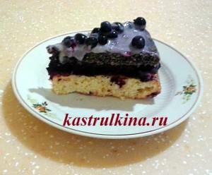 трехслойный торт сметанник с маком и смородиной