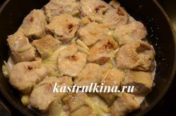 тушеный минтай в сковородке  рецепт с фото 8