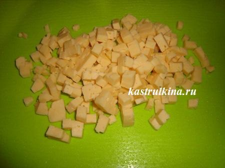 твердый сыр порезать кубиками