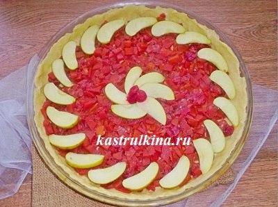 украсить пирог с тыквой и вишней яблоками