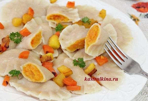 Постные вареники с тыквой и морковью