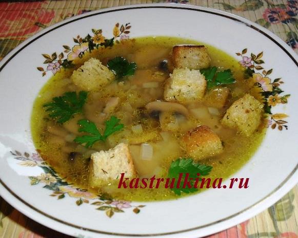 вегетарианский гороховый суп с консервированными грибами в микроволновке