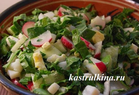 весенний салат с кальмарами и зеленью
