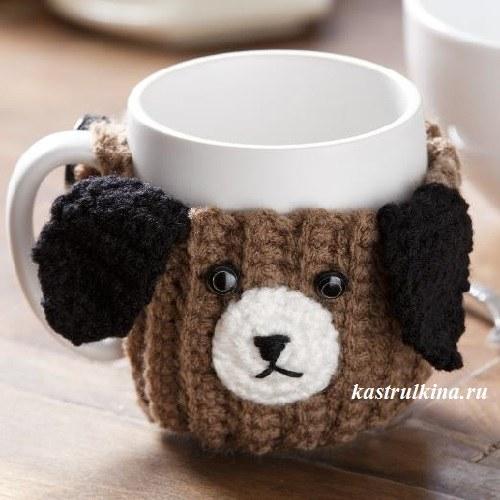 Веселая вязаная грелка на чашку «собачка»