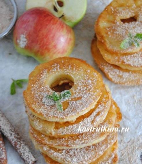 Кружочки из яблок в блинном тесте