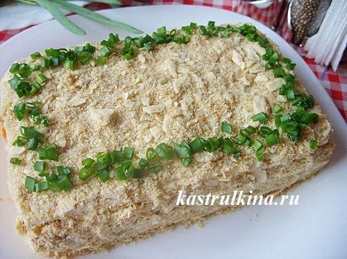 Закусочный слоеный торт с начинкой из рыбных консервов