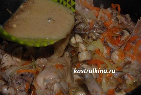 залить мясо соусом