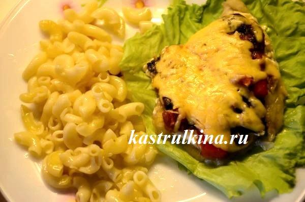 Тилапия с овощами, грибами и сыром, запеченная в духовке